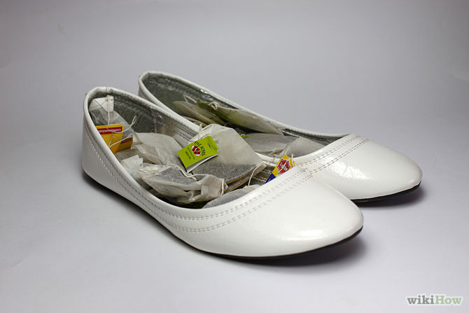put tea bags in shoes to remove odor