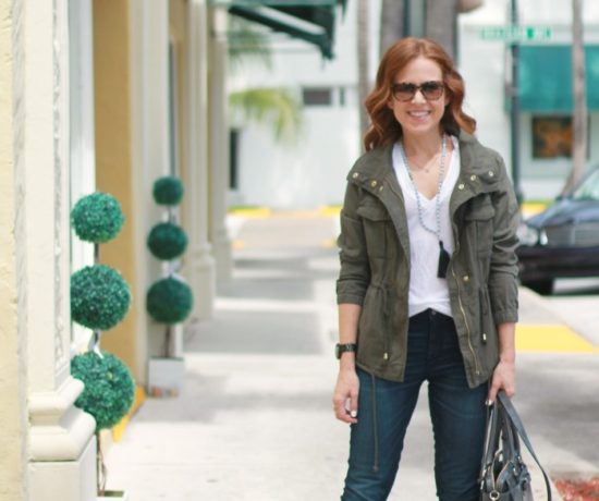 White tee & jeans for Fall // the average girl's guide