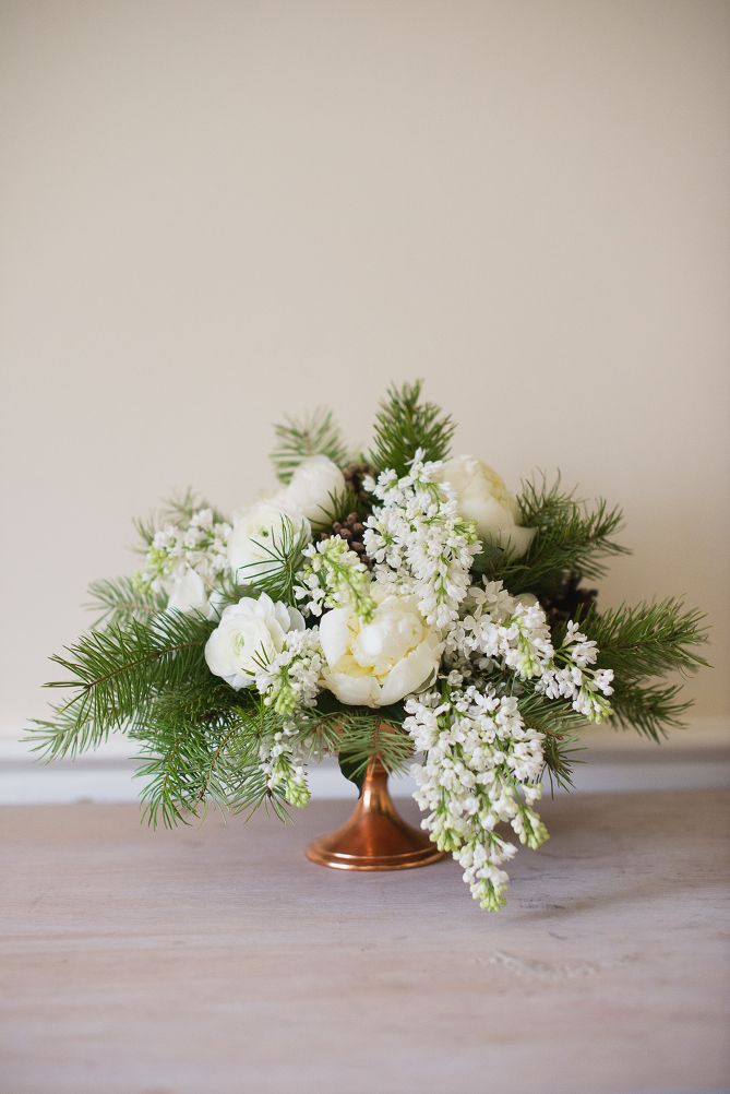 Flower arrangements for your holiday party the modern savvy for Flower arrangements for parties