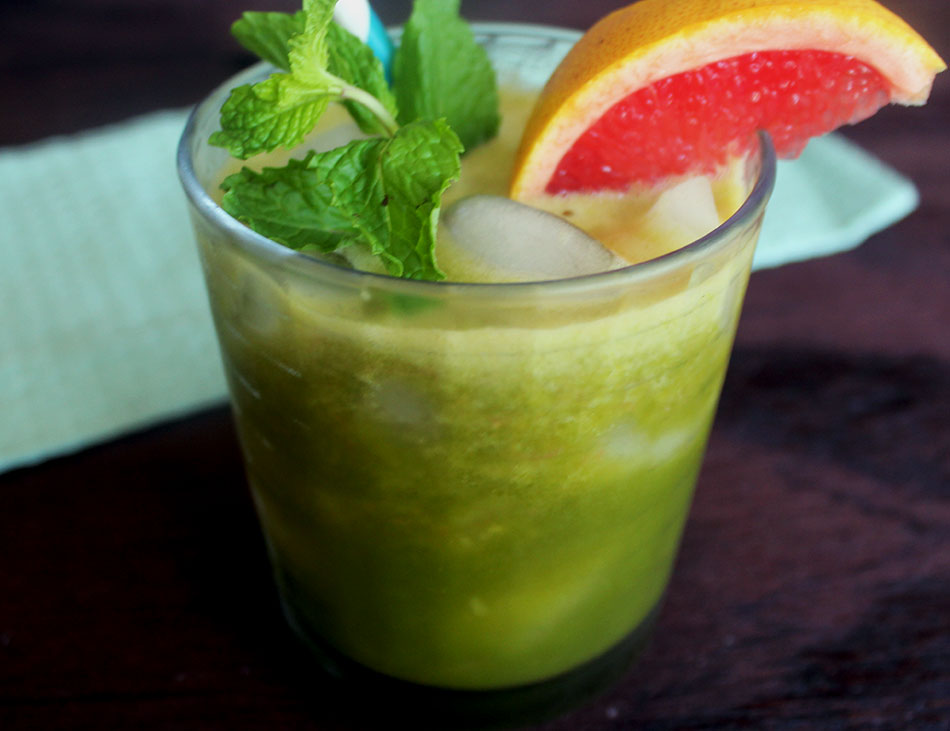 Refreshing recipe for a tropical Green Recipe // The Modern Savvy
