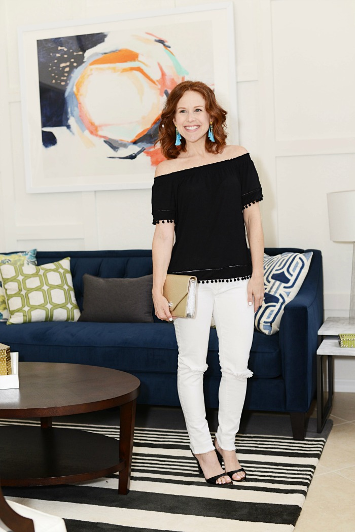 Black blouse & white denim -- classic and cool!