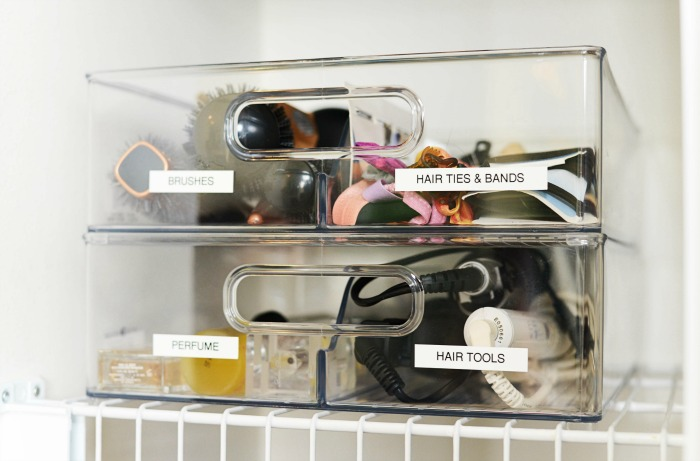 Organizing your bathroom cabinets, under the sink and in the linen closet // the modern savvy