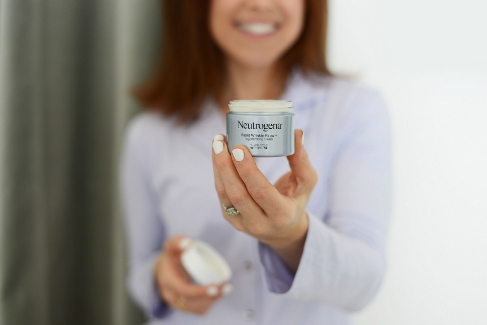 Fighting Wrinkles & Tech Neck with Neutrogena // @themodernsavvy
