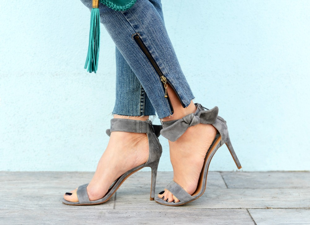 Bow ankle strap sandals on The Modern Savvy.