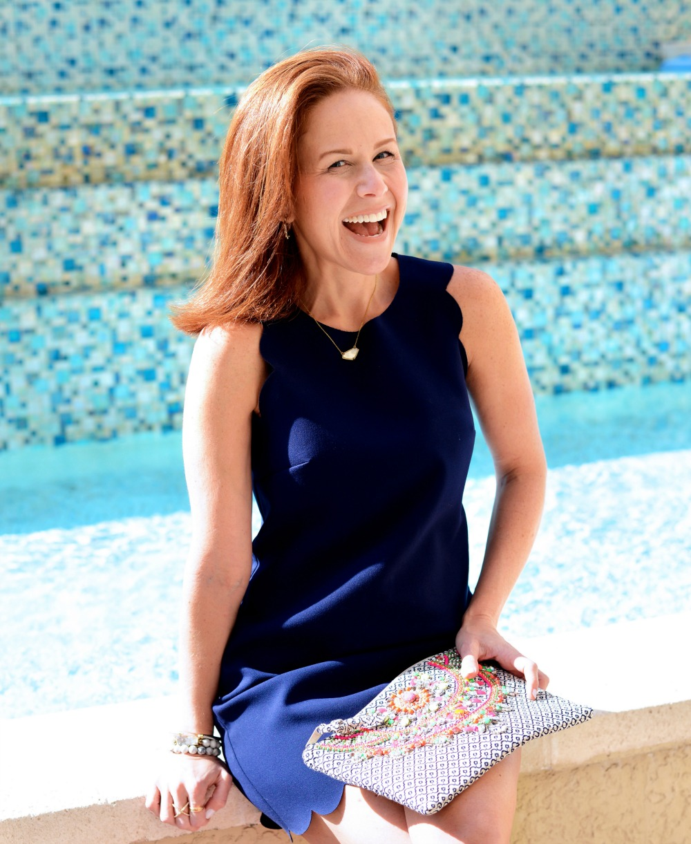 Navy scalloped dress for spring and summer // the modern savvy