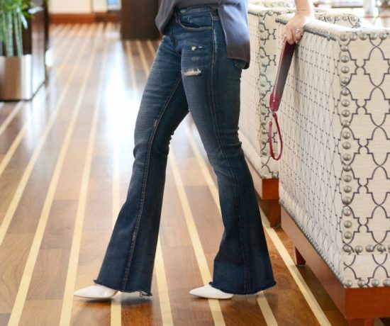 Flare leg denim is back -- here's how one real girl styles it // the modern savvy