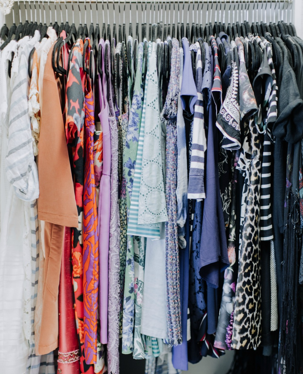 The Best Tips to Clean Out Your Closet Now // The Modern Savvy