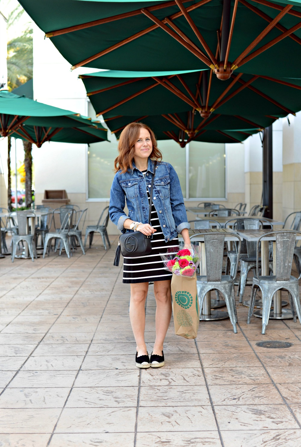 mom on the go uniform.. great comfy, cute look! // the modern savvy