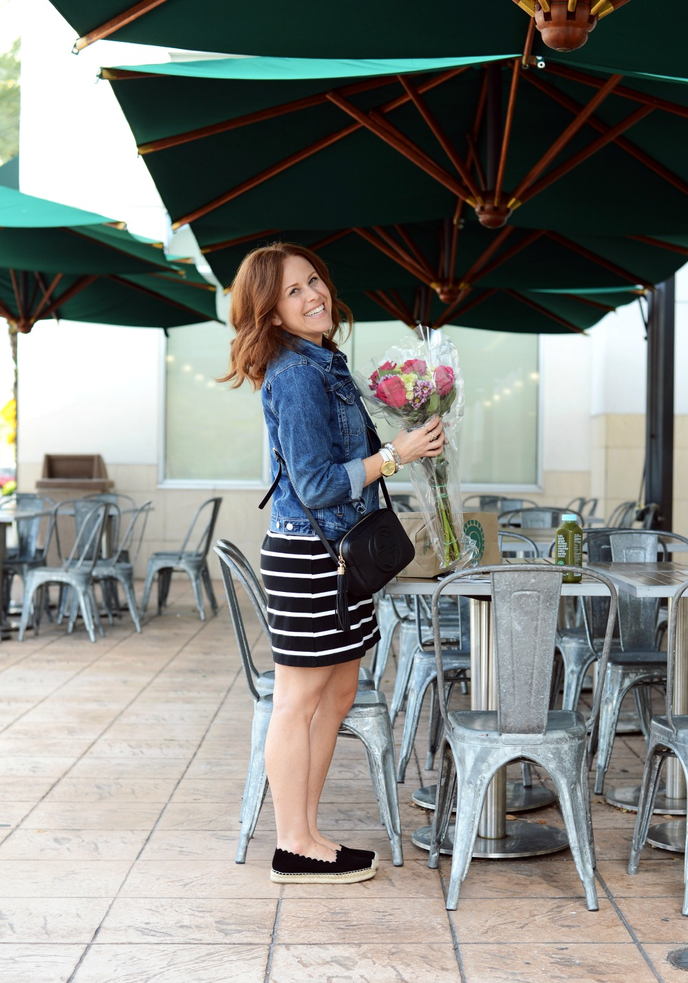 Super easy to replicate this casual look... and those scalloped espadrilles! // the modern savvy