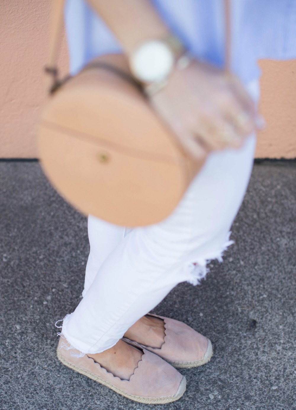 circle leather bag details -- love this summer accessory! // the modern savvy, a life & style blog
