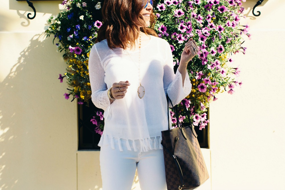 don't be intimidated by an all-white look, love this look! // the modern savvy, a life & style blog