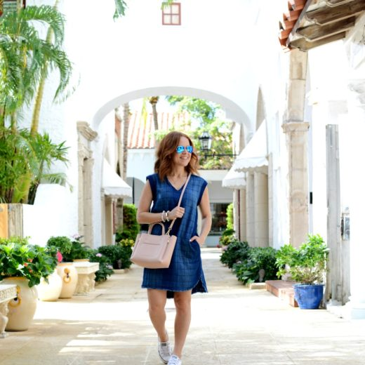 Mom outfit inspiration and ideas for summer (love how this blogger shows two more shoe options for this dress) // the modern savvy