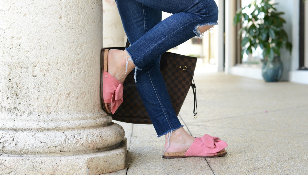 pink bow slides for summer // the modern savvy