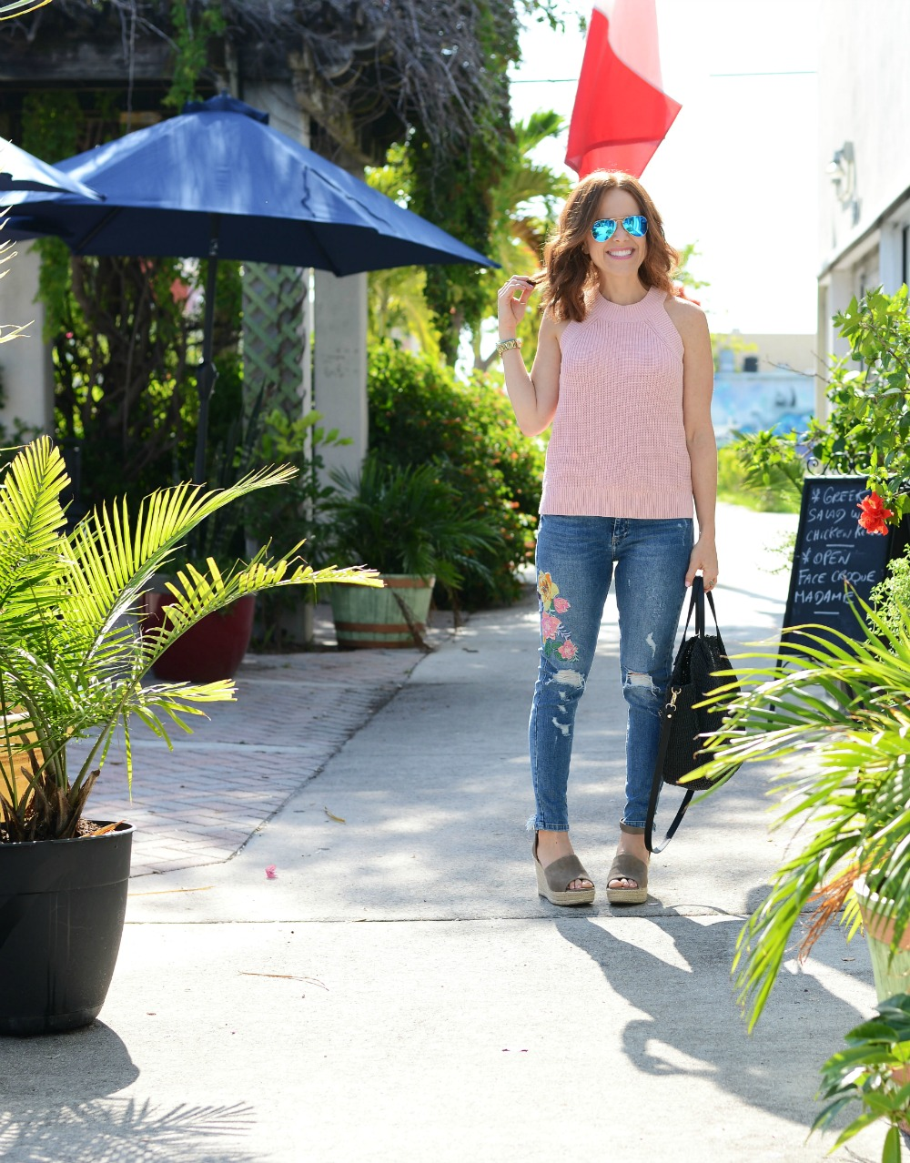 Florida blogger and mom at The Modern Savvy shows how to really wear the embroidered denim trend for summer // the modern savvy