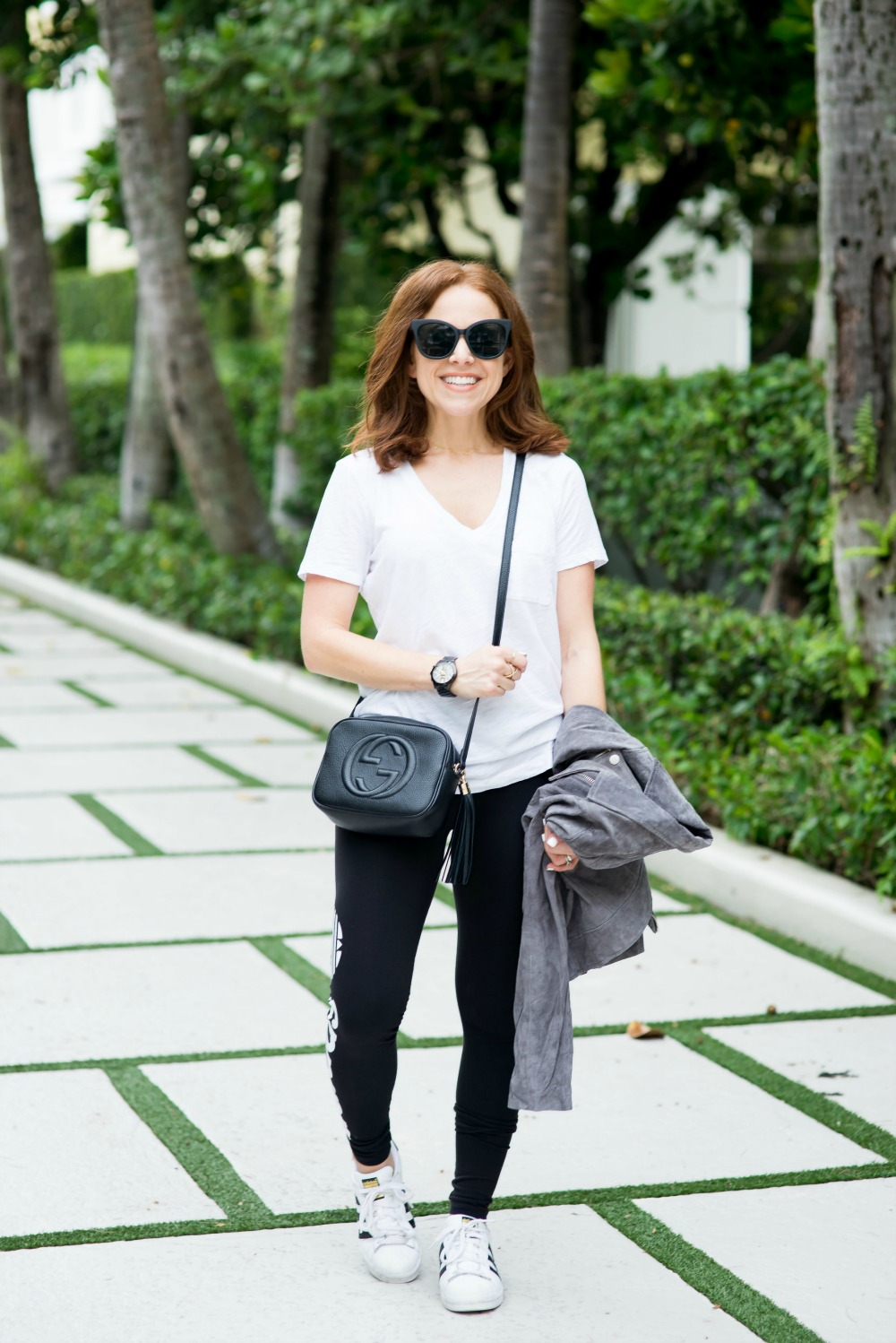 athleisure uniform, great mom style look // the modern savvy