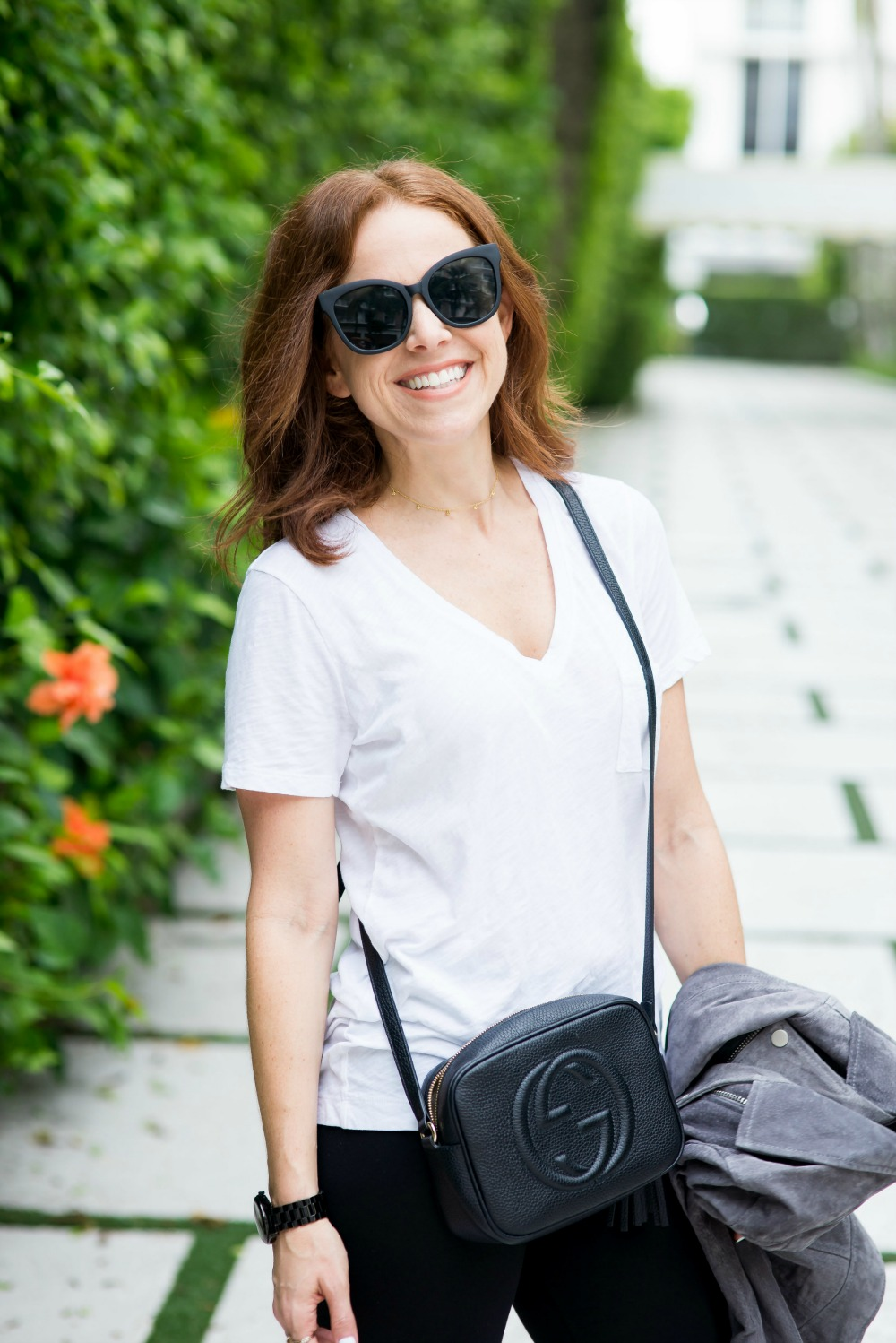 Oversized sunnies and easy-to-replicate casual outfit // the modern savvy