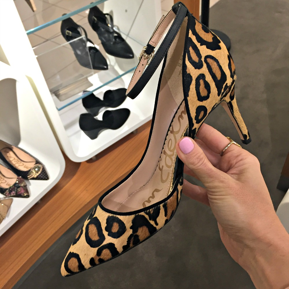 Nordstrom Anniversary sale 2017 // The Modern Savvy shares her 50 top finds, plus lots of dressing room selfies to see how everything looks on a real girl