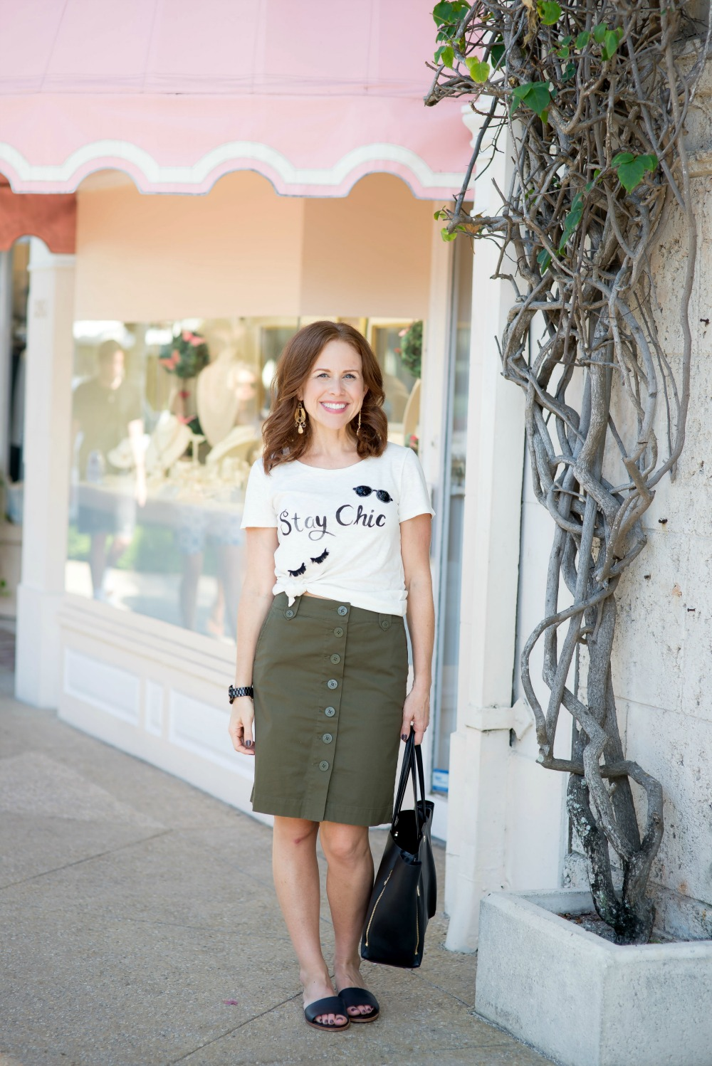 Easy fall style outfit with a tee and pencil skirt // the modern savvy