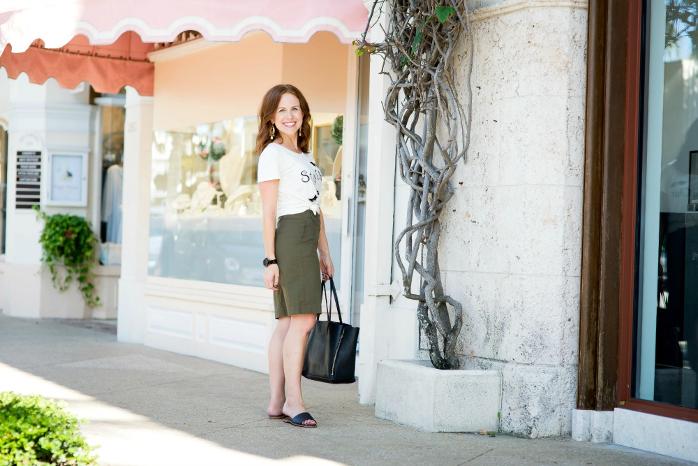 Try a knotted tee and an olive green pencil skirt for a fresh fall outfit // the modern savvy
