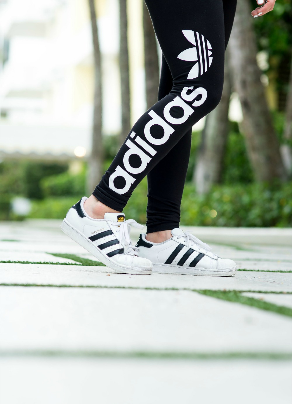 Adidas superstars and leggings for casual style // the modern savvy