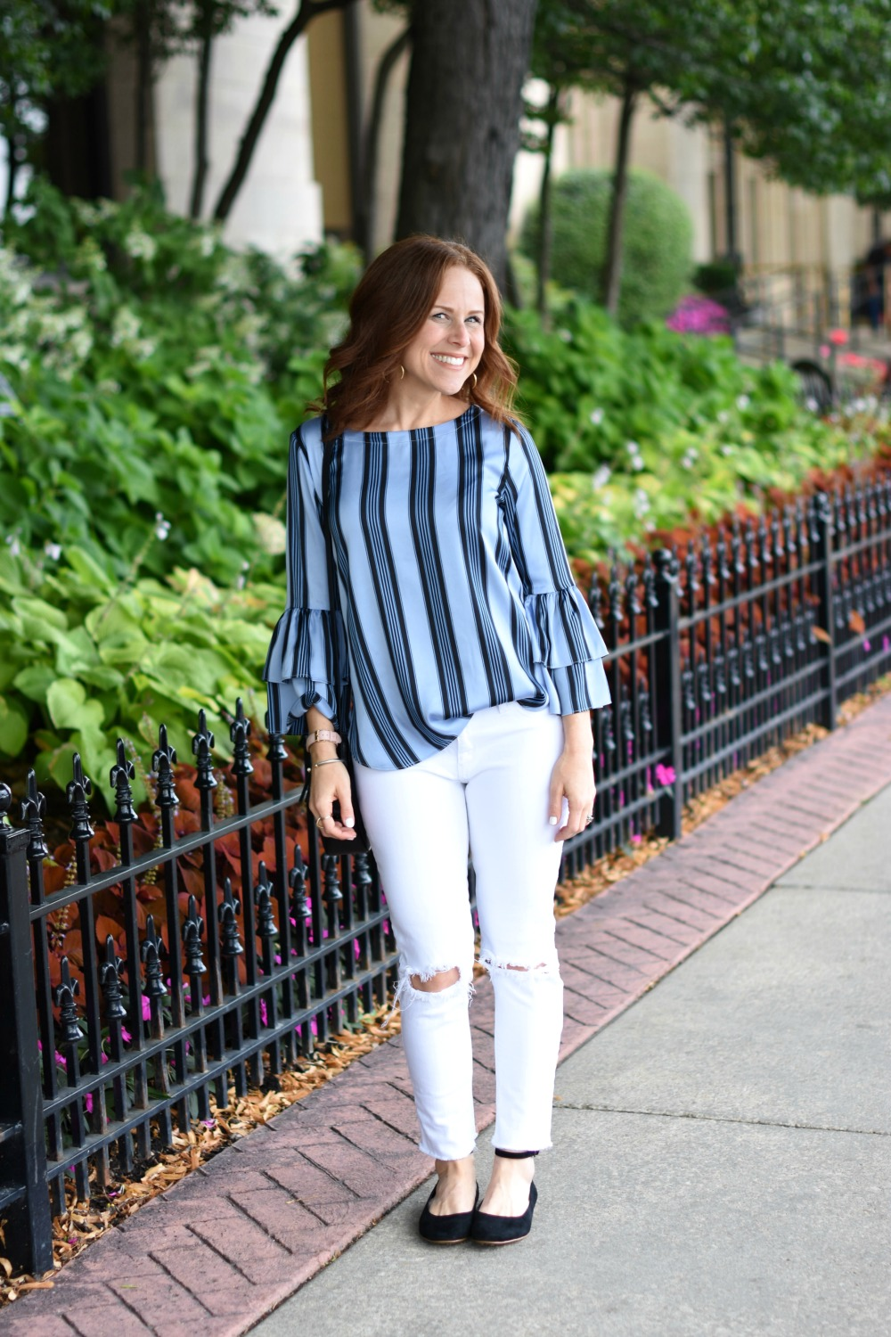 Vertical stripes statement sleeves for an everyday look // the modern savvy