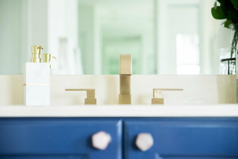 Gold hardware and faucet!