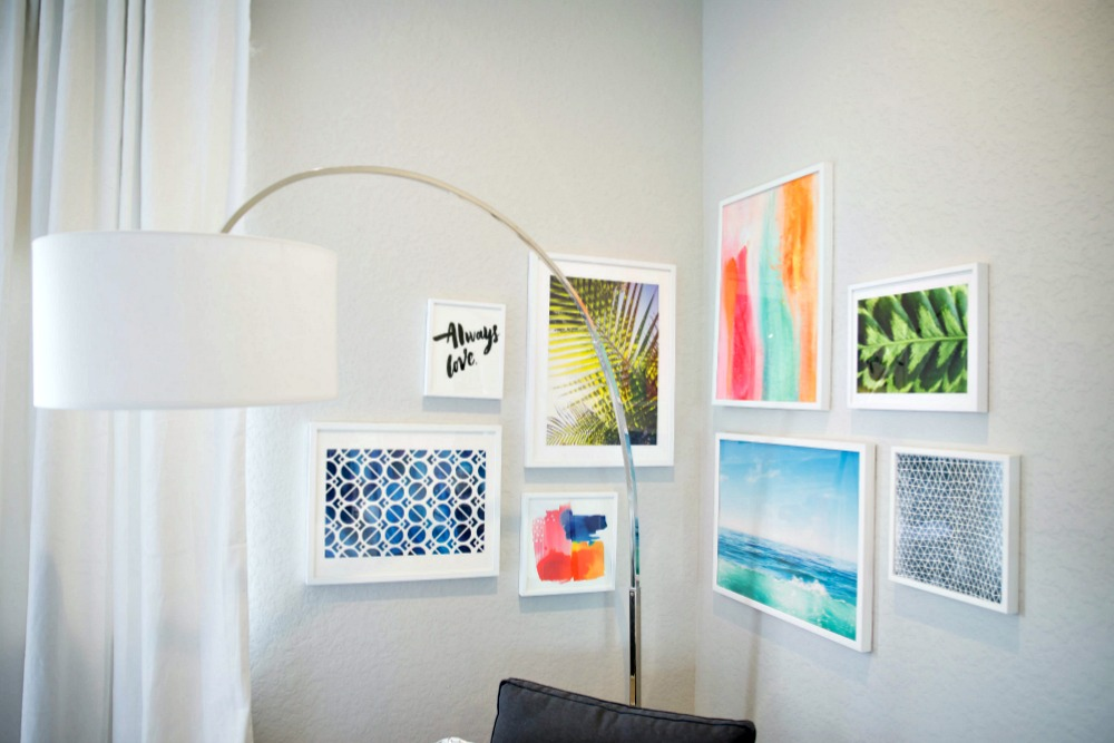 How to Create a Gallery Wall -- 10 helpful tips so you can do it yourself! // @themodernsavvy