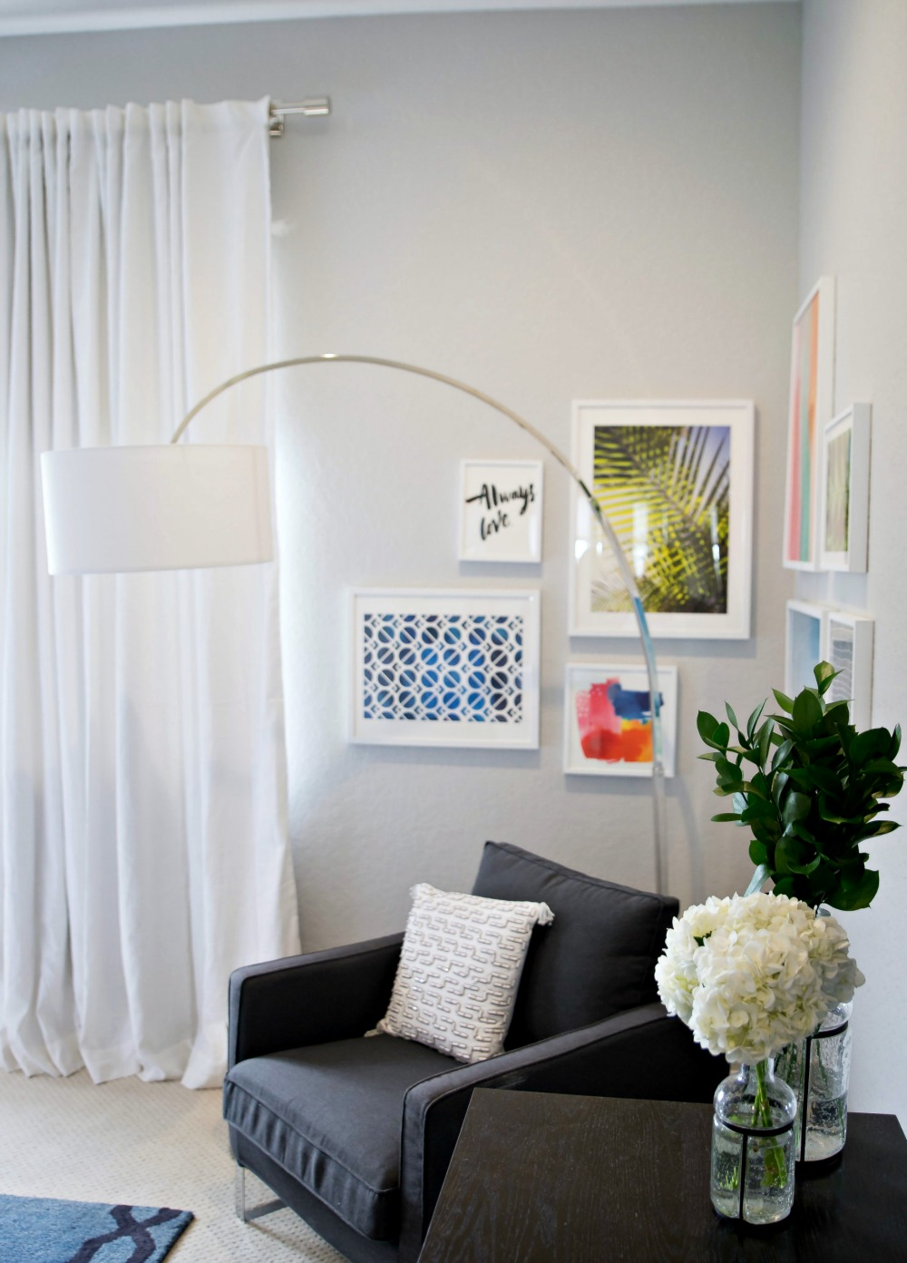 Master bedroom corner gallery wall -- awesome tips so you can make your own // the modern savvy