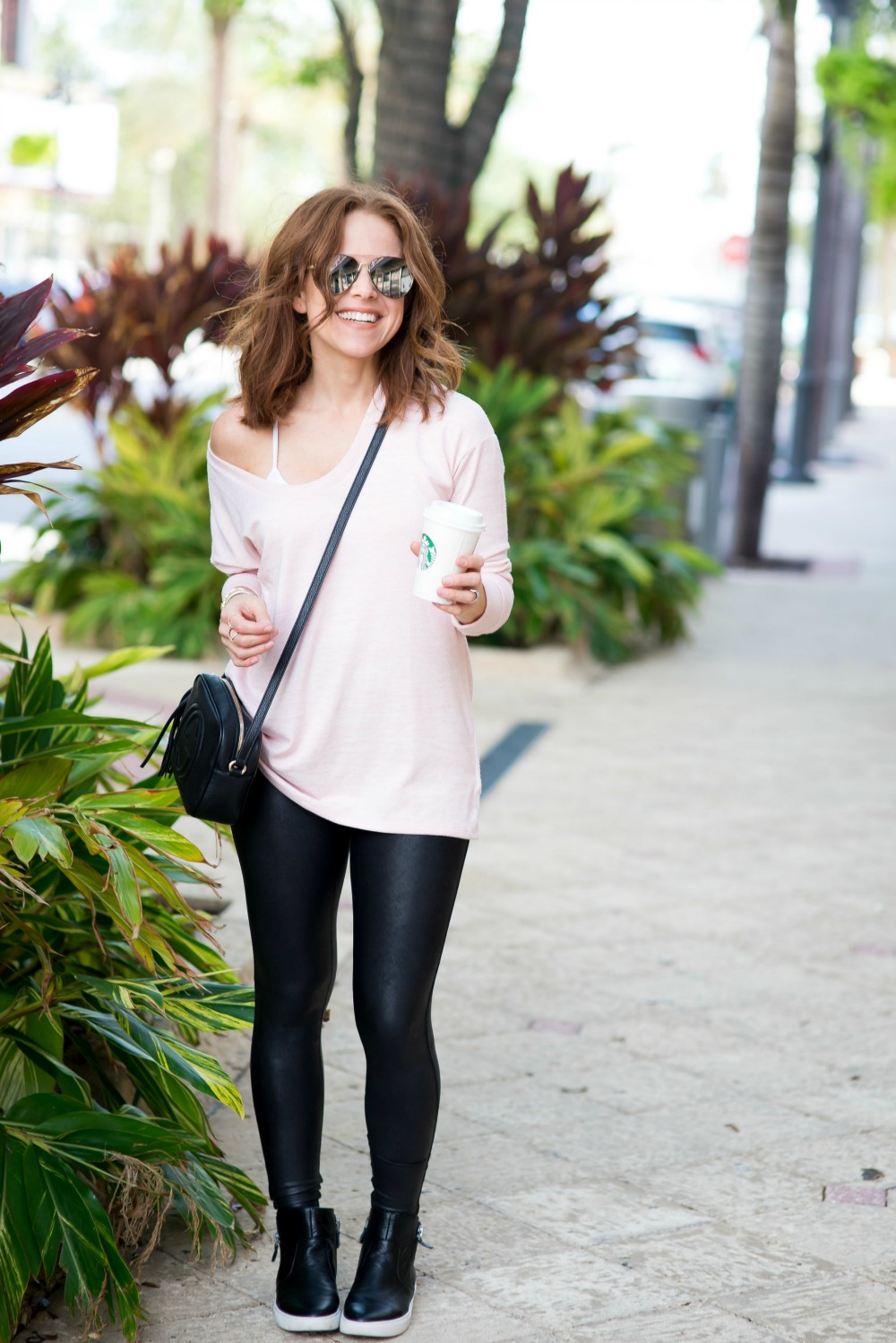 What to wear in the fall when it's warm out // the modern savvy