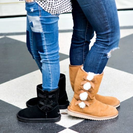 bow-detailed uggs