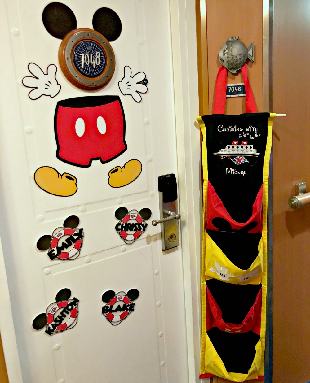 How to decorate your door for a disney cruise // 20 Things You Need to Know Before your Disney Cruise