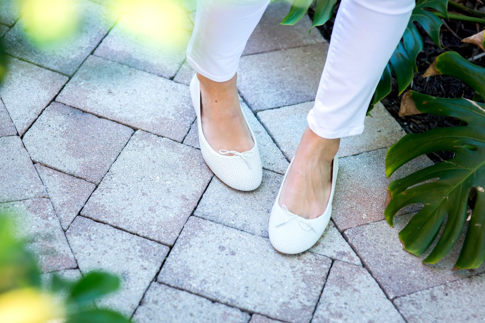 White flats -- so chic! // the modern savvy