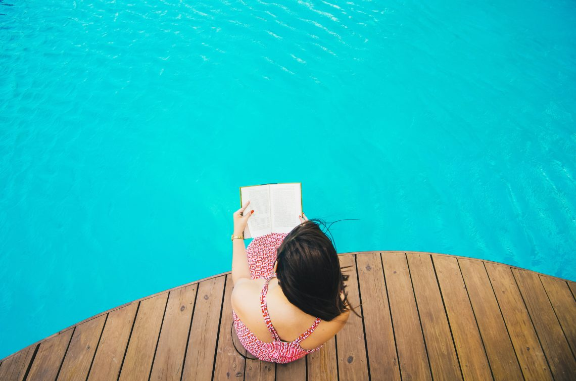 The best summer books to read by the beach and pool (or cuddled up on the couch... really anywhere!) // the modern savvy
