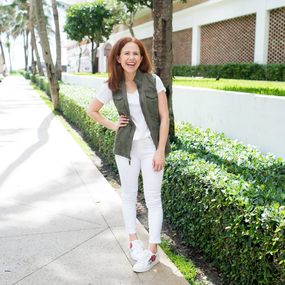 FIve Ways to wear a white tee and jeans // the modern savvy | How to Wear White Jeans & White Tee - outfit ideas featured by popular Florida style blogger, The Modern Savvy