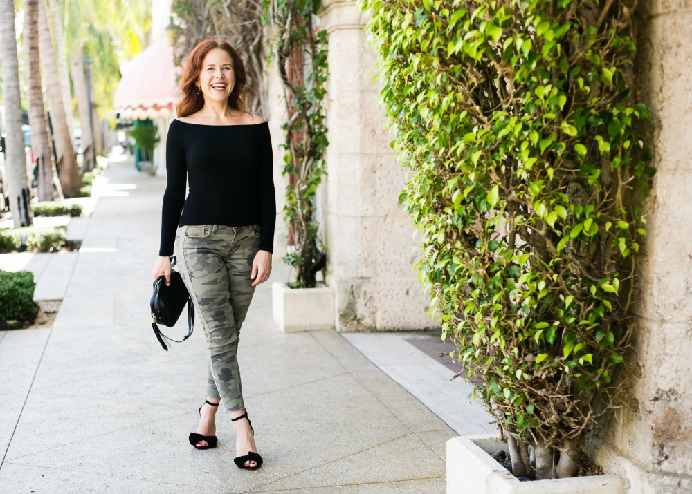 #fallstyle #casualstyle #weekendwear | Fall Trends in Warm Weather: Zara Camo Pants Two Ways featured by popular Florida fashion blogger The Modern Savvy