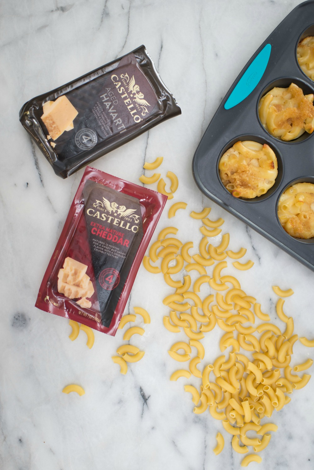 #recipes #macandcheese #dinner | Recipes | How To | Dinner on the Go: Mac & Cheese Muffins featured by top Florida lifestyle blog The Modern Savvy