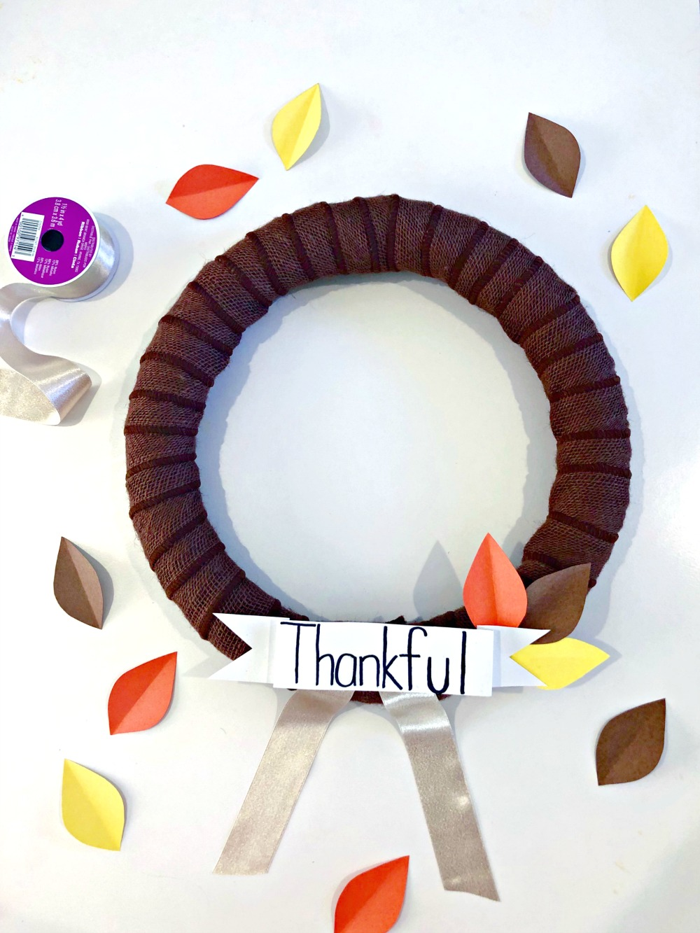 Thankful | Gratitude | #artsandcrafts #diy | DIY Thanksgiving Wreath featured by top Florida lifestyle blog The Modern Savvy