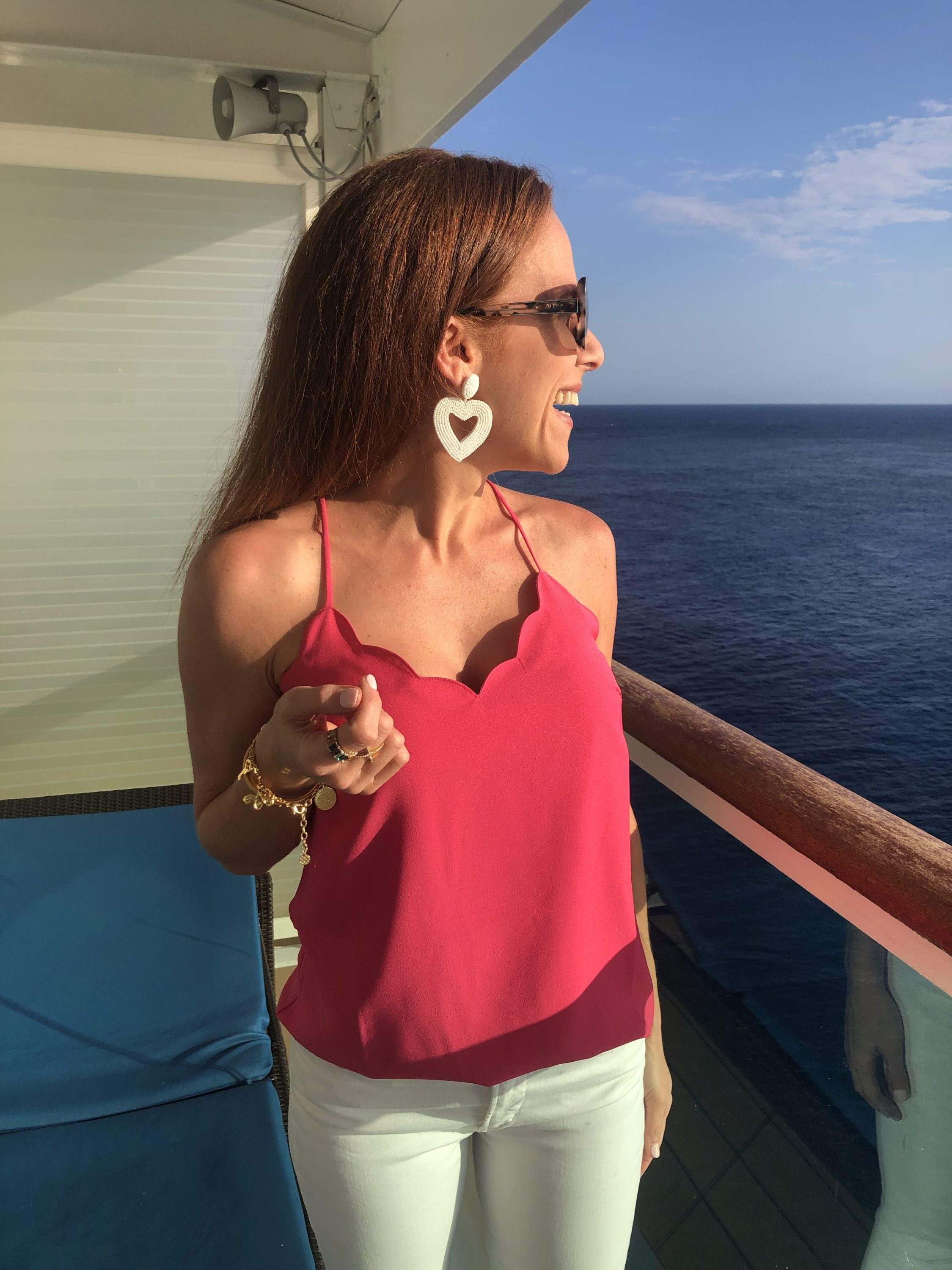 Scalloped tank and heart earrings // what to wear on a cruise